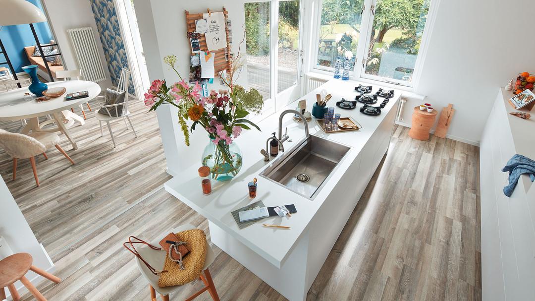 Perfekter Küchenboden Laminat hält allen Anforderungen in der Küche stand