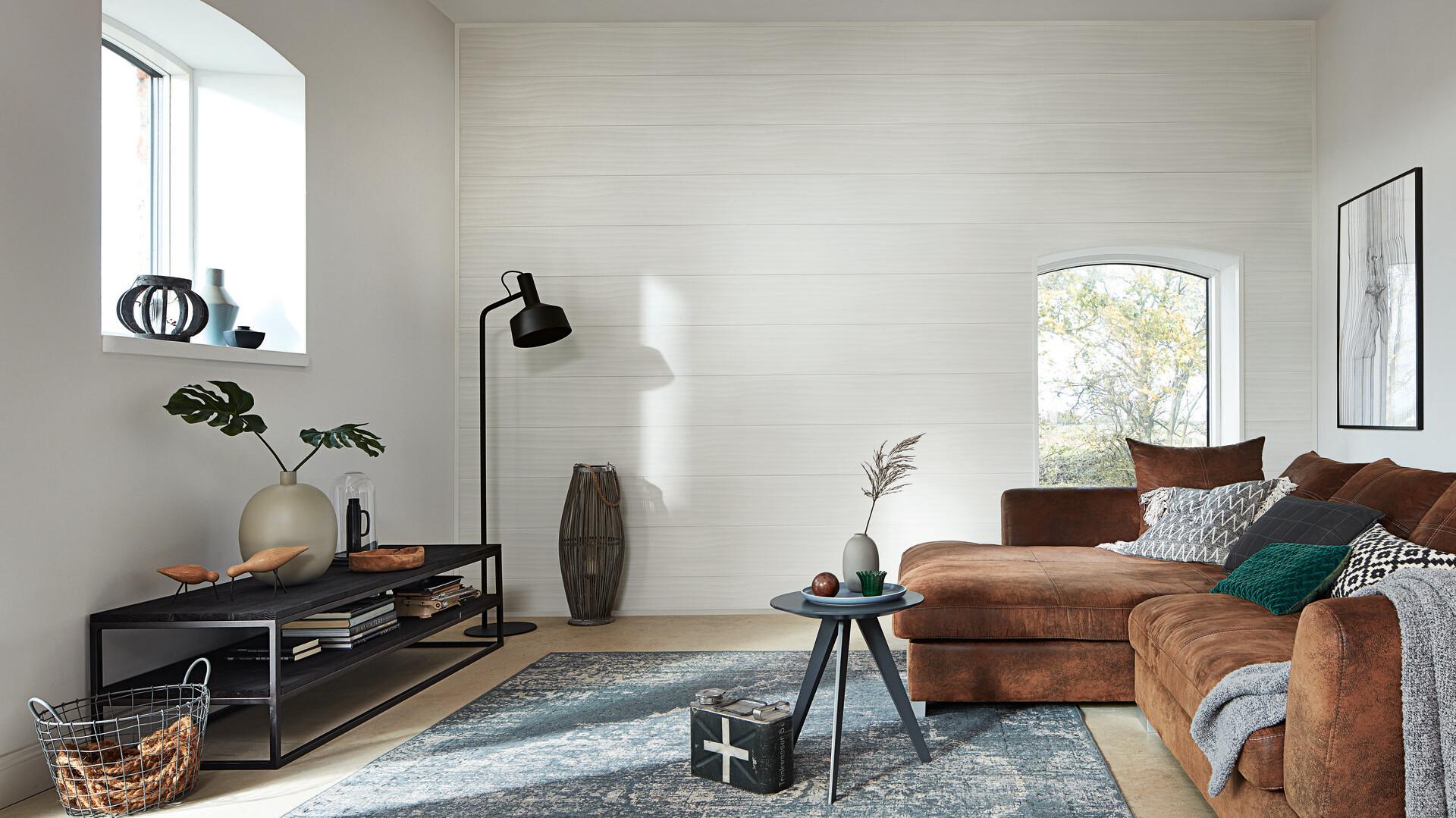 Paneele weiß als Wandverkleidung im Wohnzimmer