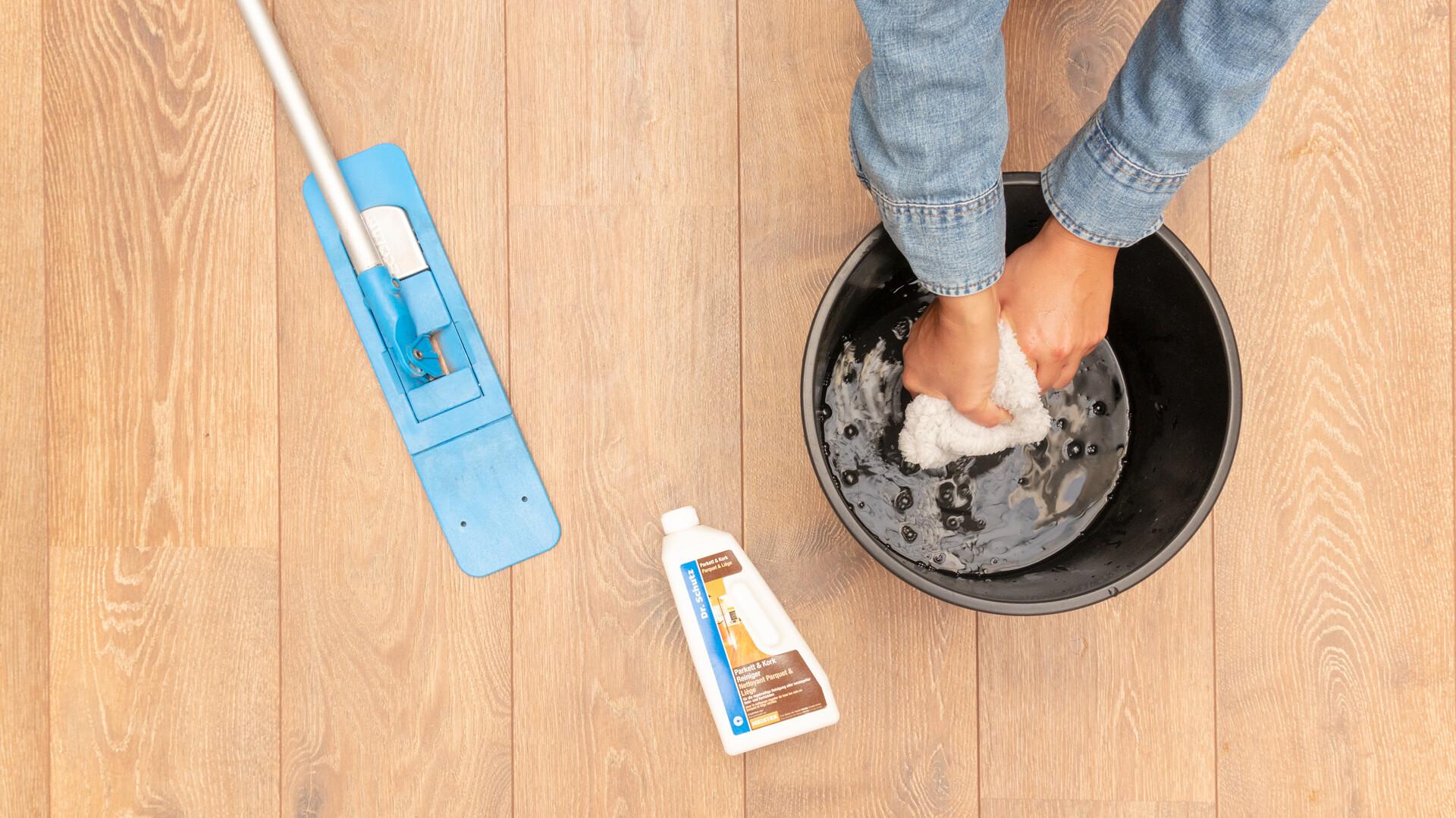 Reinigung und Pflege von Parkett und Holzboden