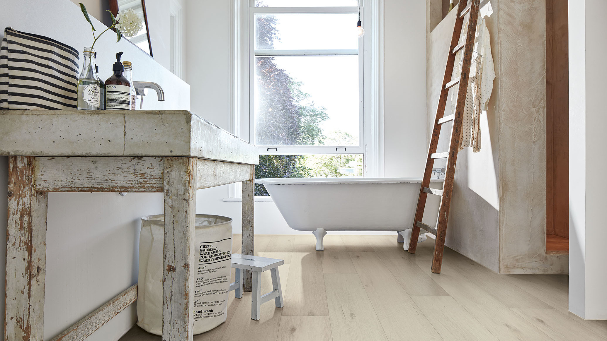 Vinyl Böden sind wasserfest, widerstandsfähig und pflegeleicht